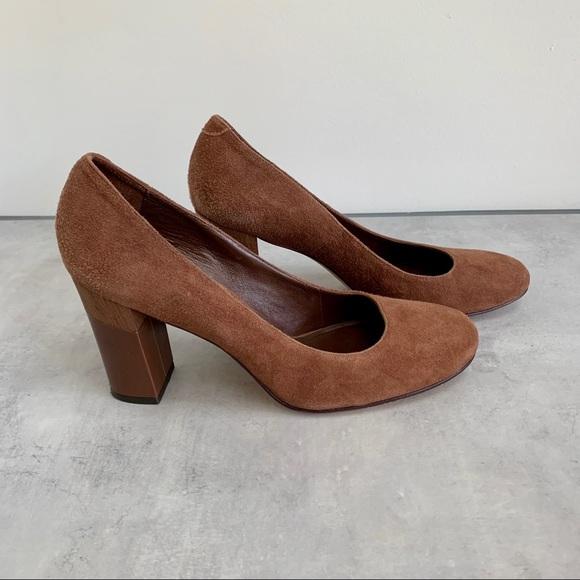 Banana Republic Brown suede shoe